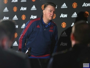 Louis van Gaal demands apology for speculation over his Manchester United job